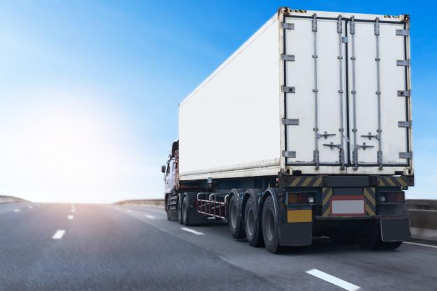 camion-blanco-carretera-carretera-contenedor-transporte-terrestre_42493-171